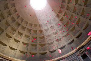 La pioggia di petali al Pantheon   8 giugno