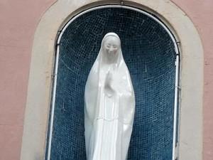 Scherza coi fanti… La Madonna di Monteverde arrossisce